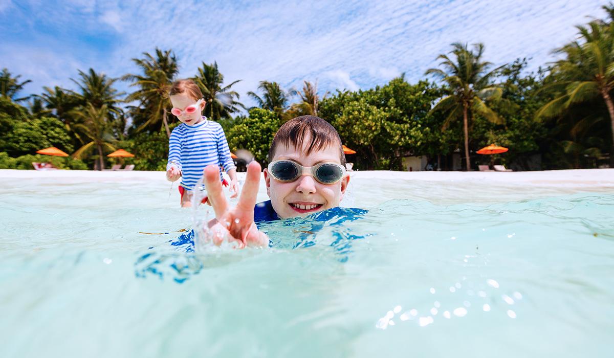 happy-address-viajar-playa-familia