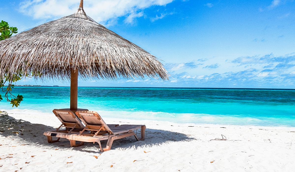 Playa limpia y desierta